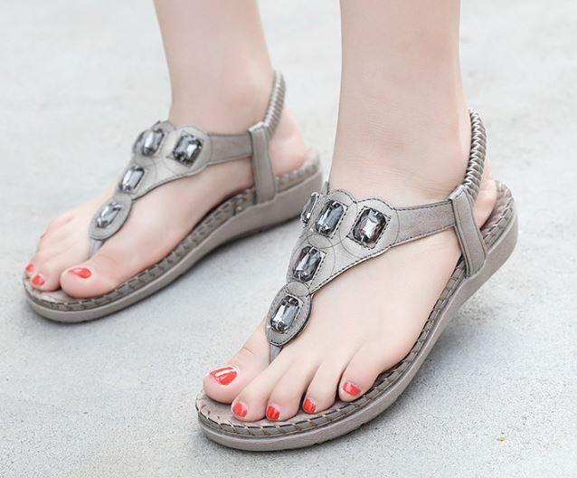 รองเท้าแตะคีบรัดส้น มิติใหม่ของการใส่รองเท้าแตะ